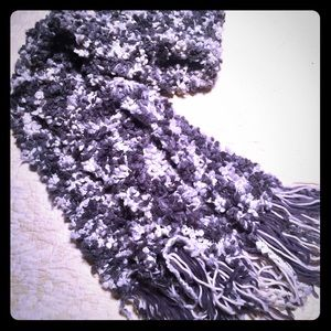 Long knit scarf in gray tones